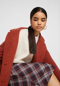 Monki - LOU COAT - Zimní kabát - dark red - 3