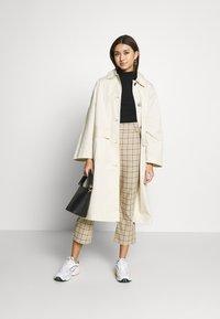 Monki - AUDREY COAT - Trenchcoat - beige dusty - 1