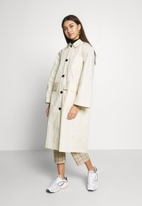 Monki - AUDREY COAT - Trenchcoat - beige dusty - 0
