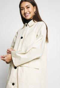 Monki - AUDREY COAT - Trenchcoat - beige dusty - 3