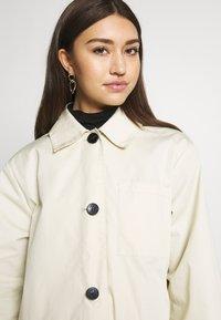 Monki - AUDREY COAT - Trenchcoat - beige dusty - 4