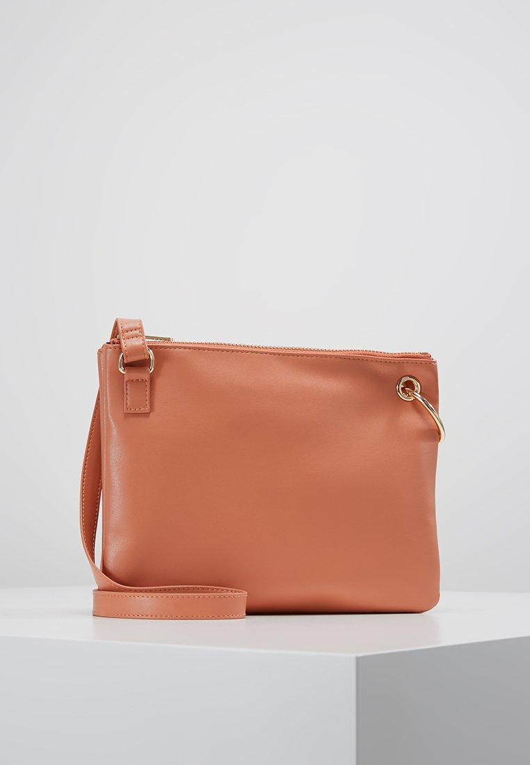 Monki - MARCIA BAG - Taška spříčným popruhem - orange