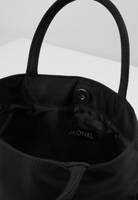 Monki - SORAYA BAG - Torebka - black dark - 3