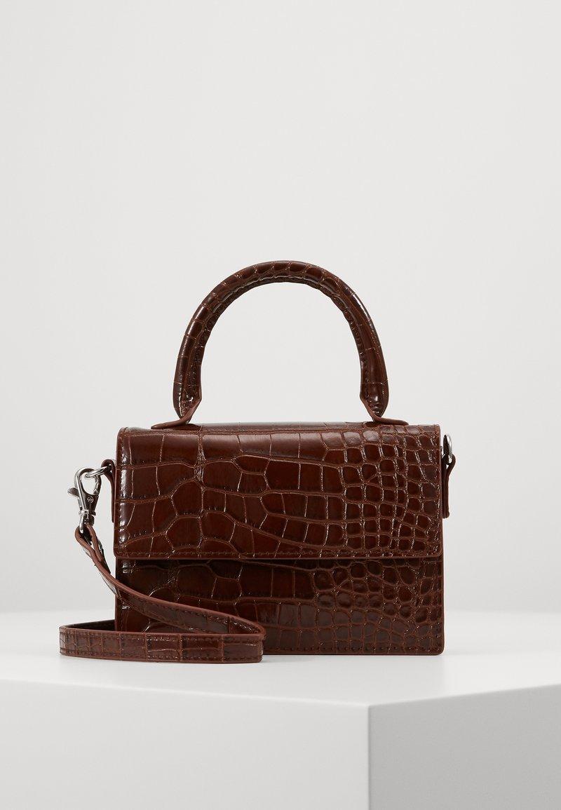 Monki - SHIRIN BAG - Skulderveske - brown cocco