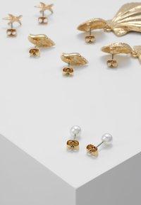 Monki - ATHENA HOOPS 4 PACK - Náušnice - gold-coloured - 2