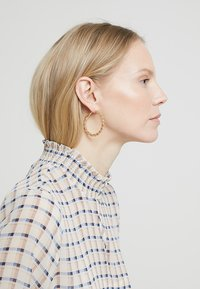 Monki - 2PACK SISSI HOOPS - Pendientes - gold-coloured - 1