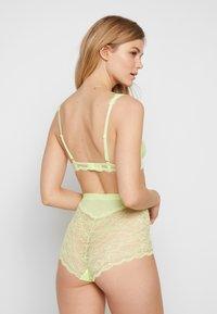 Monki - LONNIE & OMA UNDERWEAR SET - Kalhotky - neon yellow - 2