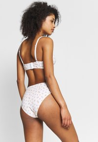 Monki - AINA UNDERWEAR SET - Triangle bra - white/orange/pink - 3