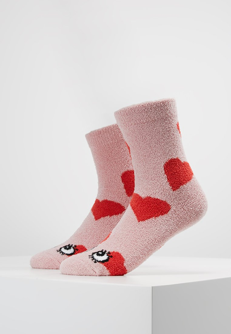 Monki - FLUFFY SOCKS 2 PACK - Socken - pink/red