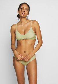 Monki - AZAMI BRA AND MIKA BRIEF SET - Bikini - green - 1