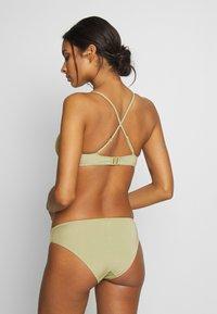 Monki - AZAMI BRA AND MIKA BRIEF SET - Bikini - green - 4