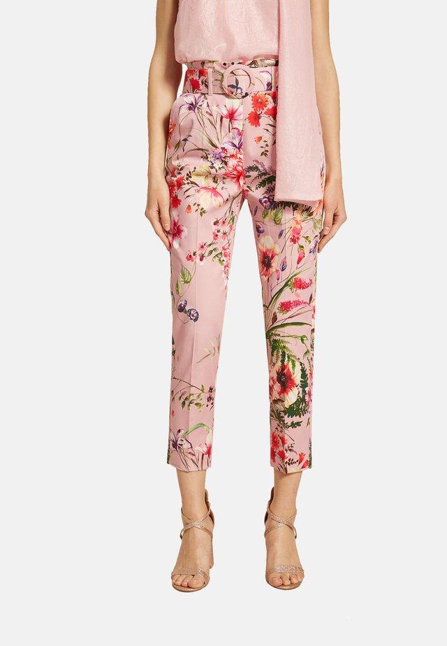 BLUMENMUSTER UND GÜRTEL - Pantaloni - rosa