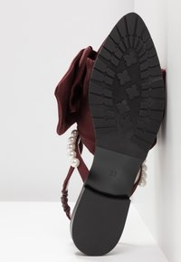 Mother of Pearl - CHELSEA - Instappers - burgundy - 6