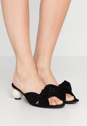 GINGER - Pantofle na podpatku - black