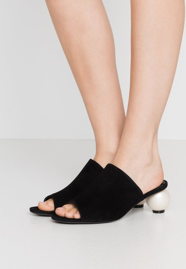 MAEVE - Pantolette hoch - black