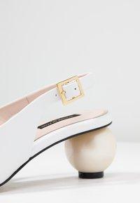 Mother of Pearl - FELICITY - Klasické lodičky - white - 2