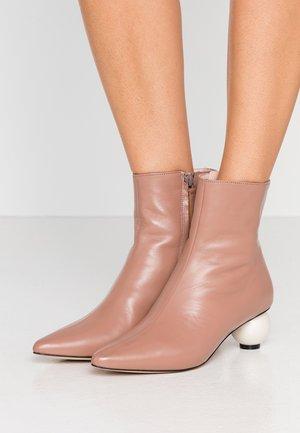 ROXY - Kotníkové boty - natural