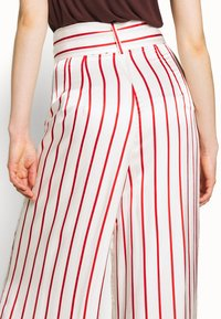 Mother of Pearl - WIDE LEG TROUSER WITH TIE BELT - Stoffhose - red - 3