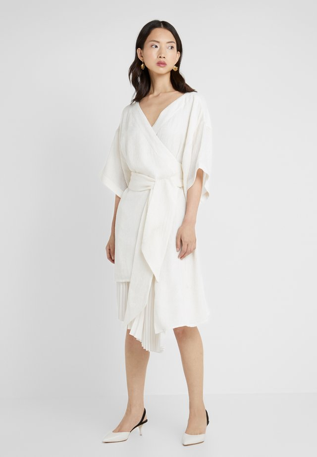 IZZY - Cocktailjurk - ivory pasely