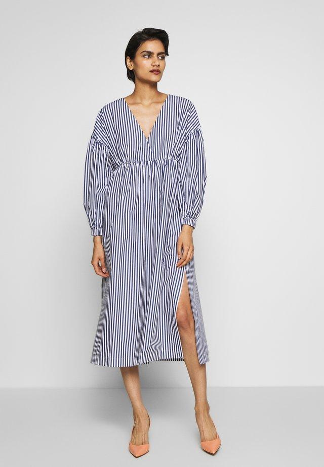 CLEO - Denní šaty - navy/white
