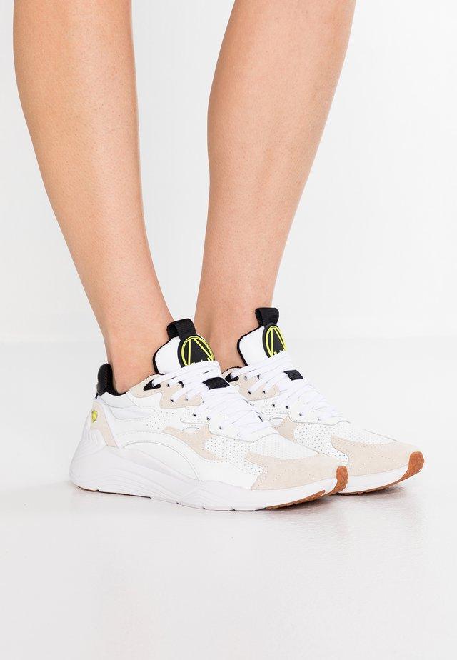 DAKU - Trainers - white