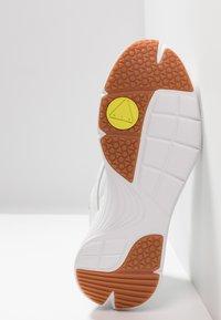 McQ Alexander McQueen - DAKU - Tenisky - white - 6