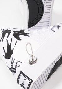 McQ Alexander McQueen - PLIMSOLL PLATFORM  - Baskets montantes - white/black - 7