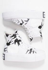 McQ Alexander McQueen - PLIMSOLL PLATFORM  - Baskets montantes - white/black - 3