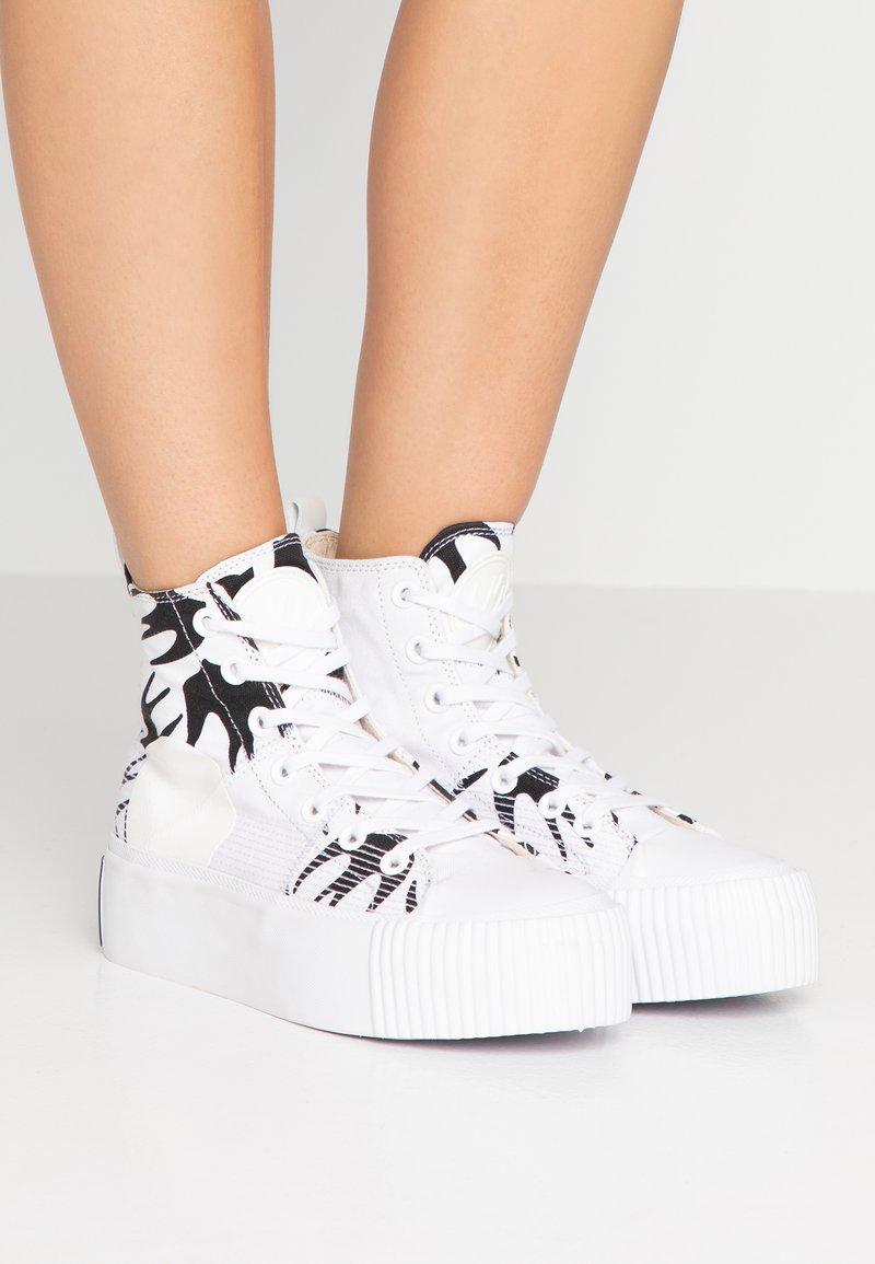 McQ Alexander McQueen - PLIMSOLL PLATFORM  - Baskets montantes - white/black
