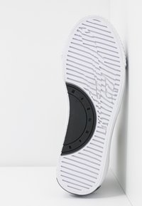 McQ Alexander McQueen - PLIMSOLL PLATFORM  - Baskets montantes - white/black - 6