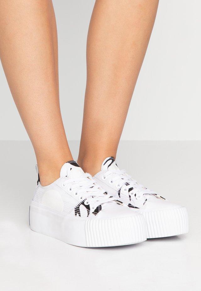 PLIMSOLL PLATFORM - Sneakers laag - white/black