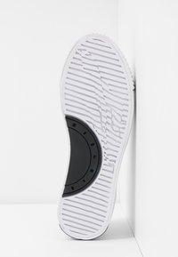 McQ Alexander McQueen - PLIMSOLL PLATFORM - Tenisky - white/black - 6