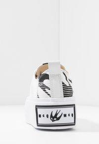 McQ Alexander McQueen - PLIMSOLL PLATFORM - Tenisky - white/black - 5