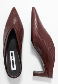 McQ Alexander McQueen - SPYKE - Pantofle na podpatku - bordeaux - 3