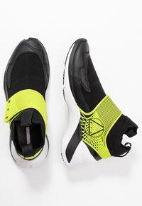 McQ Alexander McQueen - HIKARU 3.00 - Sneaker high - black/lime - 3