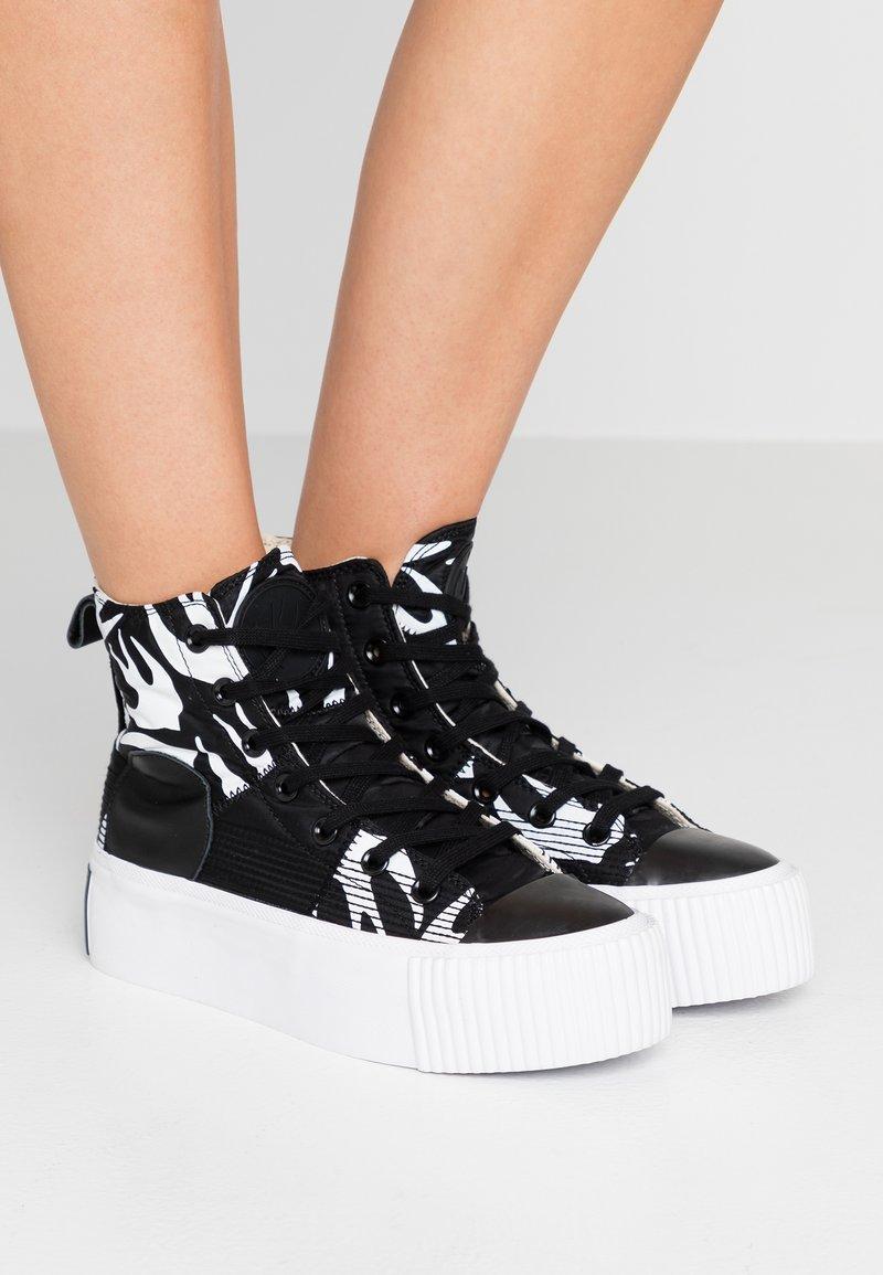 McQ Alexander McQueen - PLIMSOLL PLATFORM - Sneaker high - black /white