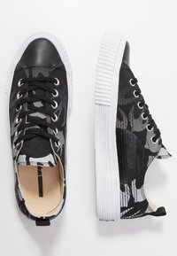 McQ Alexander McQueen - SWALLOW PLIMSOLL  - Tenisky - black/optic white - 3