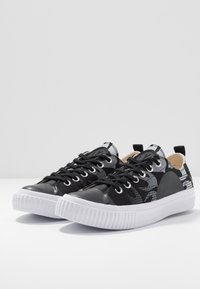 McQ Alexander McQueen - SWALLOW PLIMSOLL  - Tenisky - black/optic white - 4