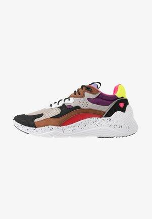 DAKU - Sneakers laag - almond/multicolor