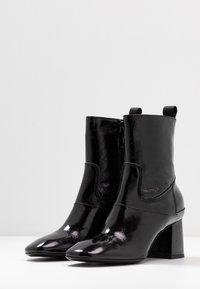 McQ Alexander McQueen - PHUTURE BOOT - Classic ankle boots - black - 4
