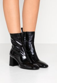 McQ Alexander McQueen - PHUTURE BOOT - Classic ankle boots - black - 0