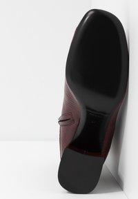 McQ Alexander McQueen - PHUTURE BOOT - Stiefelette - bordeaux - 6