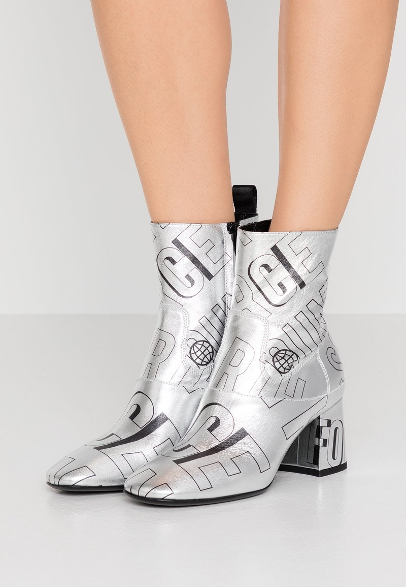McQ Alexander McQueen - PHUTURE BOOT - Classic ankle boots - silver/black