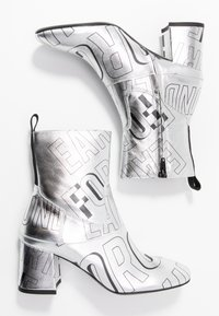 McQ Alexander McQueen - PHUTURE BOOT - Classic ankle boots - silver/black - 3