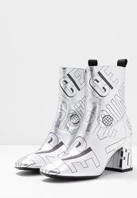 McQ Alexander McQueen - PHUTURE BOOT - Classic ankle boots - silver/black - 4