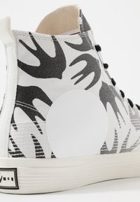 McQ Alexander McQueen - High-top trainers - white - 6