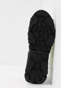 McQ Alexander McQueen - ORBYT MID - Sneakers laag - black/neon/multicolor - 4
