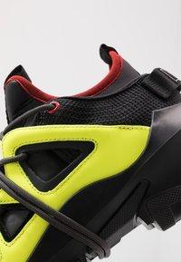 McQ Alexander McQueen - ORBYT MID - Sneakers laag - black/neon/multicolor - 6