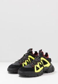 McQ Alexander McQueen - ORBYT MID - Sneakers laag - black/neon/multicolor - 2