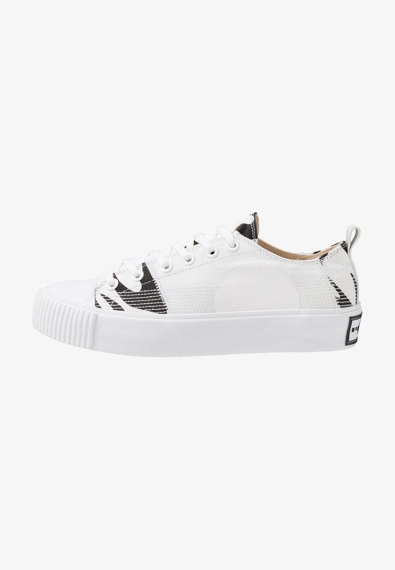 McQ Alexander McQueen - PLIMSOLL PLATFORM - Matalavartiset tennarit - white/black